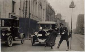 1920-traffic-detroit