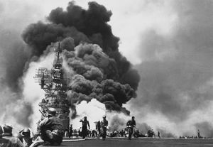 525px-USS_Bunker_Hill_hit_by_two_Kamikazes