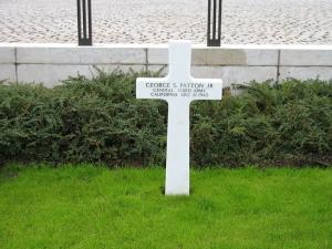 General_Patton's_grave_300806