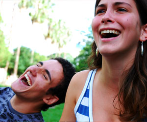 Man-and-woman-laughing-by-Emanuele-Spies
